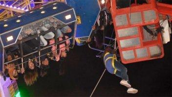 Por falla en juego mecánico 36 personas quedaron colgando a más de 10 metros