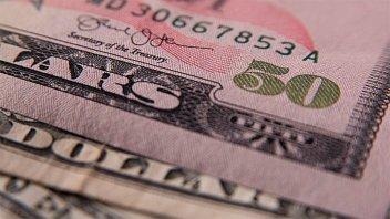 El dólar recortó la escalada y subió 30 centavos en un día de alta volatilidad