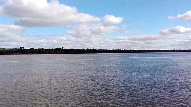 Murió un niño al hundirse una embarcación de plástico en el río Paraná