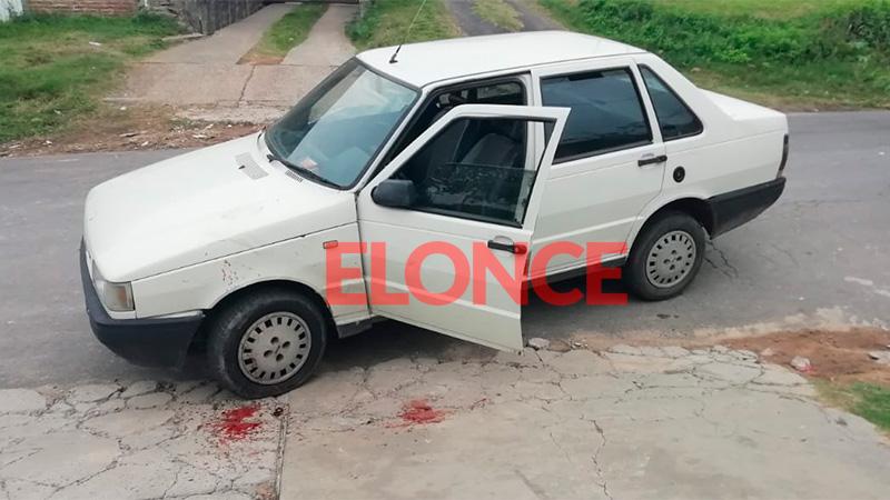 Un sujeto atacó un auto a piedrazos sobre calle Luis Palma al 1700.-