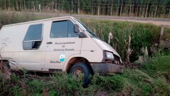 Llevaba 11 niños a escuelas de Concordia, se quedó sin frenos y volcó en Ruta 14