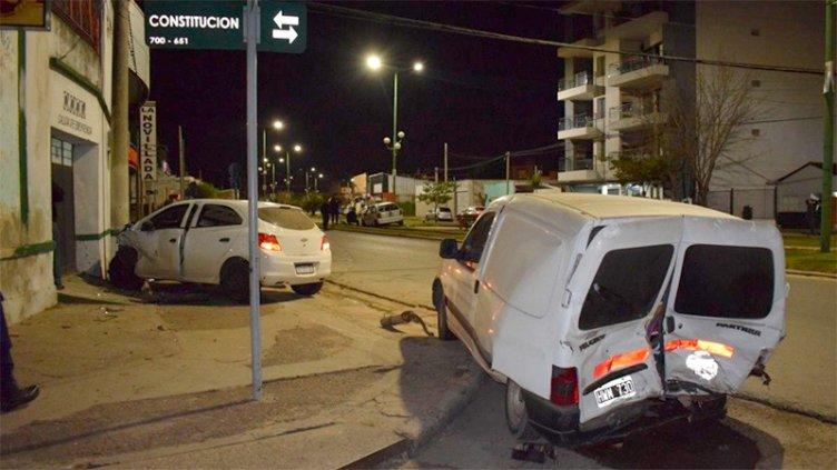 Una picada en avenida terminó con triple choque y alcoholemia positiva