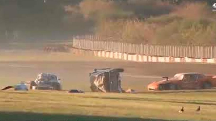 Video: Murió un auxiliar por tremendo accidente en el autódromo de Buenos Aires