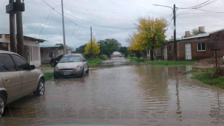 Familias evacuadas en Itatí y riesgo de derrumbe de puentes tras caer 200 mm