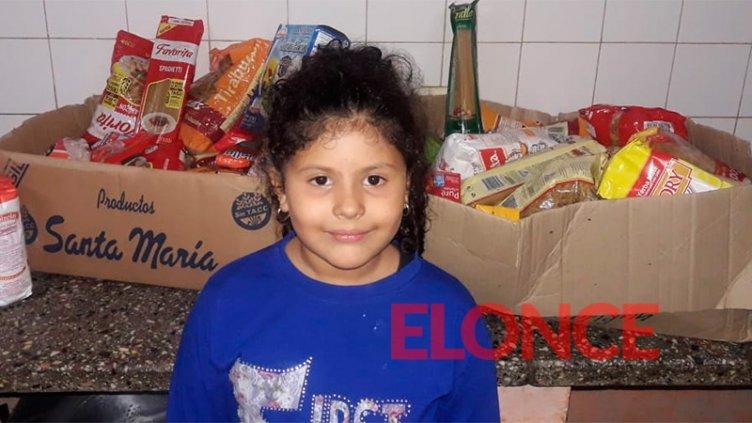 Cumpleañera recolectó alimentos y los donó: