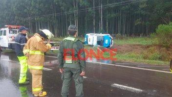 Tres policías hospitalizados tras volcar patrullero cuando iban por la Ruta 14