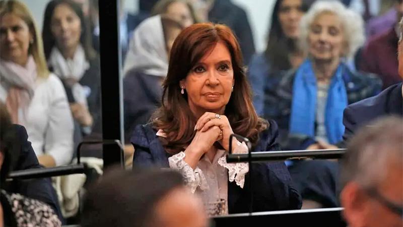 Cristina en Comodoro Py para el primer juicio oral.