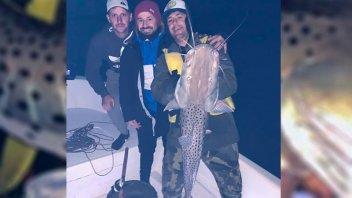 Rodrigo Mora pescó un enorme surubí en la costa entrerriana del río Paraná