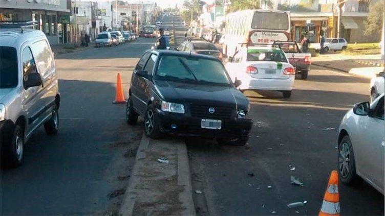 Desperfecto mecánico provocó impresionante choque en avenida Almafuerte