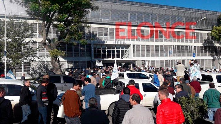 Fumigaciones: Productores se movilizaron a Tribunales y entregaron un petitorio