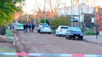 Dos policías se tirotearon entre ellos por error: Uno murió y el otro está grave