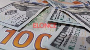 El dólar pierde 30 centavos tras la fuerte suba del lunes y ronda los $ 46,30
