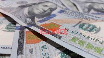 El dólar sube en el Banco Nación y en la bolsa ya roza los 80 pesos