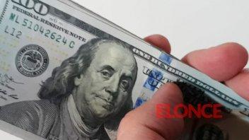 El dólar operó estable y sin ventas de reservas, cerró a $57,23