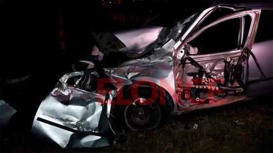Un auto chocó con el tren procedente de Colonia Avellaneda: Fotos