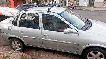 Le llevaban el auto al corralón y había dejado a su hijo durmiendo