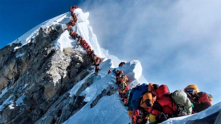 Murieron otros dos alpinistas y ya son diez las víctimas fatales en el Everest