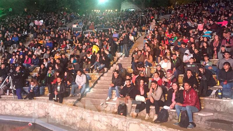 Paraná vive la segunda noche de la Feria Patria en el renovado Anfiteatro