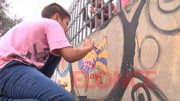 Pintaron un mural comunitario en homenaje a la mediadora Cecilia Greca
