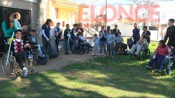 Alumnos de la escuela San Francisco de Asís limpiaron las calles del barrio