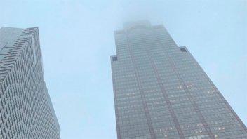Un helicóptero chocó un rascacielos en Nueva York: Un muerto
