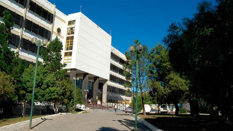 La Facultad de Humanidades y Ciencias Sociales de la UNPSJP.