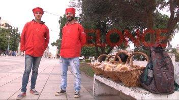 Venden panes saborizados en la peatonal y le