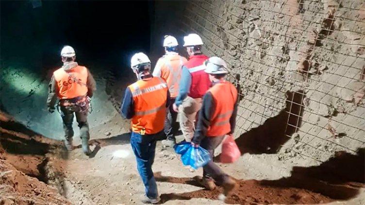 Derrumbe en Chile: Rescataron un minero, hallan otro muerto y buscan al tercero