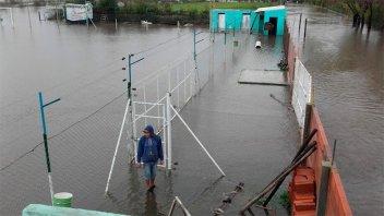 El río superó los cuatro metros y evacuaron a seis personas en Gualeguaychú
