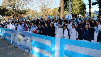 Más de 300 alumnos prometieron Lealtad a la Bandera en San José
