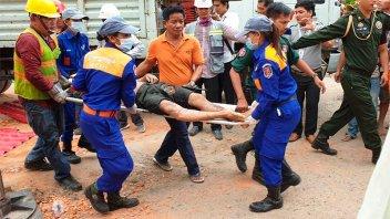 Derrumbe de un edificio en Camboya deja siete muertos y decenas de desaparecidos