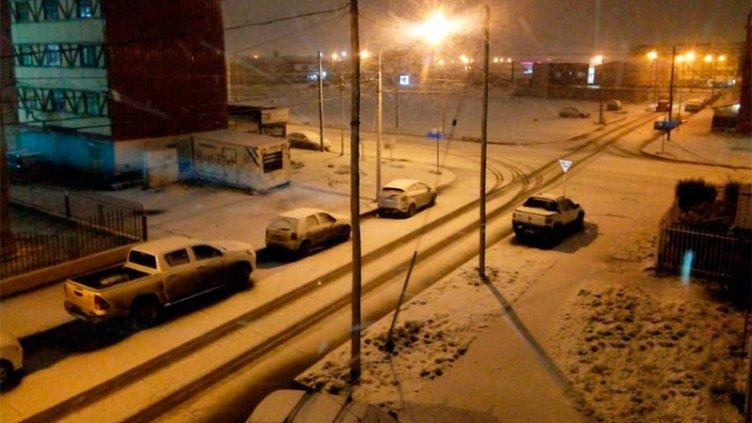 El frío avanza desde el sur y Río Grande empezó a pintarse de blanco: Imágenes