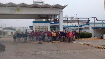 Despidieron a 16 trabajadores de Unilever: Operarios protestan en la planta