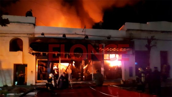 Videos: Incendio destruyó por completo una casa de electrodomésticos en Chajarí