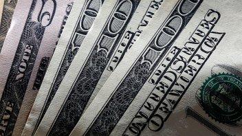 El dólar cerró con una leve baja y el Central aportó US$ 154 millones