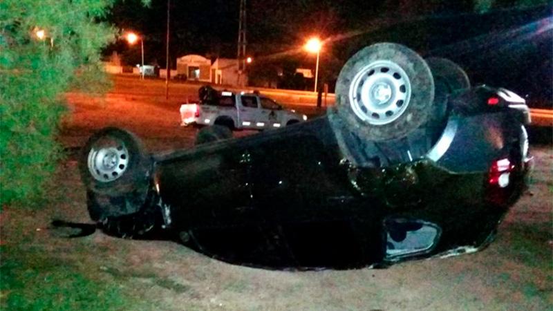 La camioneta, propiedad del abuelo del conductor, quedó seriamente dañada.-