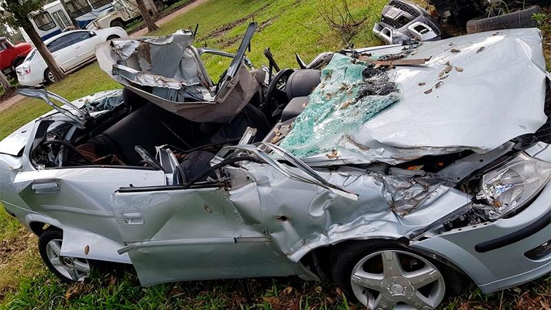 Así quedó el auto tras el tremendo impacto