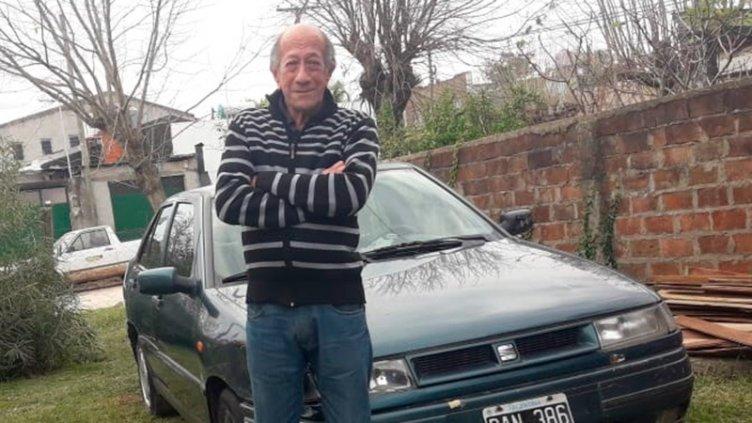 Buscan a un hombre de 72 años que salió de su casa en auto y no regresó