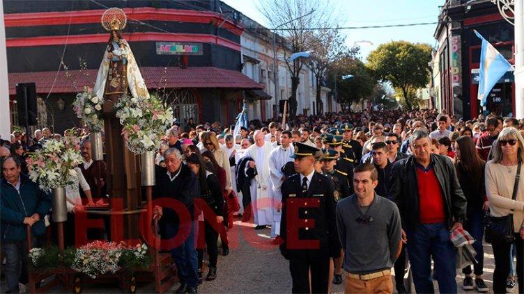 Festejos patronales en Nogoyá: La Virgen del Carmen recorrió las calles