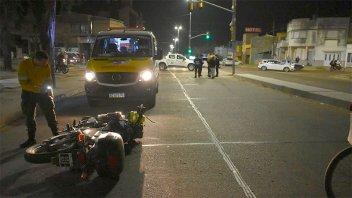 Motociclista chocó a dos monjas en Avenida Ramírez y sufrieron graves heridas