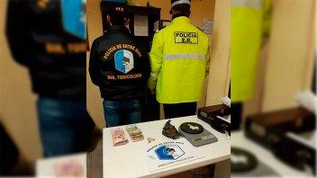 Secuestraron droga a los ocupantes de un auto en un control policial