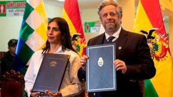 Argentina y Bolivia firmaron un convenio de asistencia sanitaria recíproca
