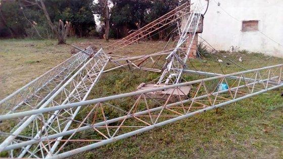 Cayó la torre de transmisión de LT39 de Victoria: Afirman que fue intencional