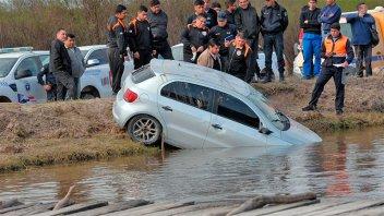 Ebrio cayó a un canal con el auto: Su amigo murió ahogado y él no se dio cuenta