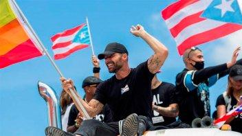 Puertorriqueños celebran y exigen