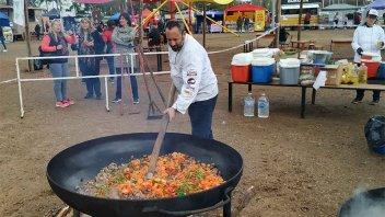 Elaboraron un gran guiso e inauguraron la Feria de Sabores en Colón