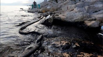 Derramaron 40 mil litros de diesel al mar en Chile