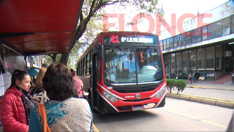 Los colectivos urbanos  vuelven a circular en Paraná, tras 15 días de paro