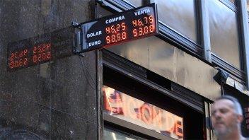 Suba del dólar: Prevén volatilidad durante esta jornada en los mercados