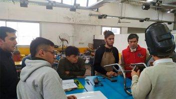 Estudiantes de escuelas técnicas fabricaron una silla deportiva adaptada